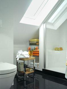 die 422 besten bilder von badezimmer mit dachschr ge in 2019 architecture attic spaces und. Black Bedroom Furniture Sets. Home Design Ideas