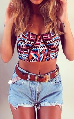 Immagine tramite We Heart It https://weheartit.com/entry/128318927 #boho #chic #denimshorts #ethnic #fashion #ForeverYoung #gorgeous #highwaist #hipster #indie #outfit #ripped #streetstyle #summer #tan #trendy #croppedtop