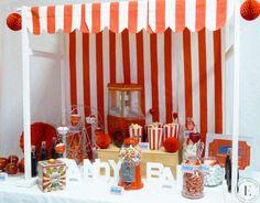 Candy Bar thème fête foraine, cirque rouge et blanc Bar à bonbons Candy Bar Carnival, Circus Red & White Sweet table Candy bar red & white Candy bar rouge et blanc