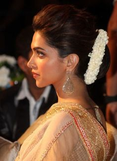 Deepika Padukone Hairstyles With Sarees - Style Inspiration! <br> Get inspired by stylish Deepika Padukone Hairstyles with sarees like gajra bun, bun , ponytail, wavy hair etc. tutorial, step by step Deepika Hairstyles, Indian Hairstyles, Hairstyles Haircuts, Cool Hairstyles, Engagement Hairstyles, Wedding Hairstyles, Deepika Padukone Saree, Deepika Ranveer, Shahrukh Khan