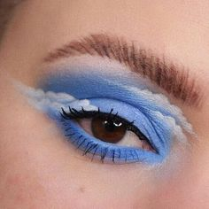 da Heather Moorhouse: Happy little clouds Turning into a regular eye look account over here arent we Here is my contribution to the lovely cloud trend. Edgy Makeup, Bright Eye Makeup, Dramatic Eye Makeup, Makeup Eye Looks, Eye Makeup Art, Colorful Eye Makeup, Natural Eye Makeup, Eye Makeup Remover, Blue Eye Makeup