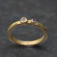 Bague Ecorce pierres fines, or ciselé par Criska exclusivement chez l'Atelier des Bijoux Créateurs.