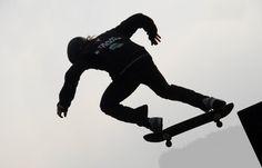 """O BR2 Skate Film Festival, segunda edição do único Festival de Cinema e Vídeo de Skate da América Latina, acontece de 24 a 29 setembro no Cine Olido, CCSP (Centro Cultural São Paulo) e Centro Cultural Tiradentes em São Paulo. O evento segue a mutação inspiradora do skate, que hoje é o segundo esporte mais...<br /><a class=""""more-link"""" href=""""https://catracalivre.com.br/geral/agenda/indicacao/uma-camera-na-mao-e-skate-no-pe-participe-do-br-2-skate-film-festival/"""">Continue lendo »</a>"""