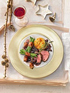 Rinderfilet mit Port- und Rotweinsauce auf meine Art Beef fillet with port and red wine sauce in my way 1 Meat Recipes, Gourmet Recipes, Beef Fillet, How To Cook Beef, Best Meat, Wine Sauce, Xmas Food, Vegetable Drinks, Filets
