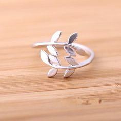 silver leaf-ring, adjustable