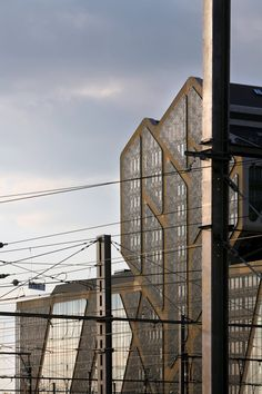 J. Mayer H. Architectscollaborated with local Hasselt firmsa2o-architecten andLensºass architecten on the building, which islocated on a...