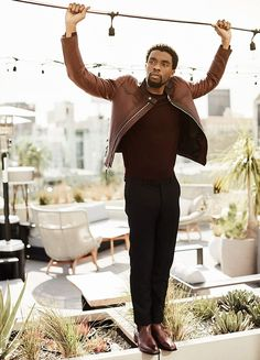 After portraying such icons as Jackie Robinson and James Brown, deep thinker Chadwick Boseman is sinking his claws into his biggest role yet in Black Panther. Black Panther Marvel, Black Panther 2018, My Black Is Beautiful, Beautiful Men, Beautiful People, Black Panther Chadwick Boseman, Macho Alfa, Man Thing Marvel, James Brown
