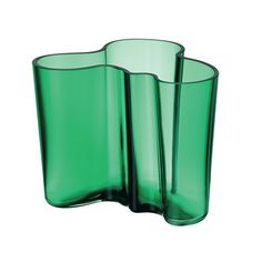 Buy your Alvar Aalto vase emerald green from Iittala at Nordic Nest. George Nelson, Philippe Starck, Emma Bridgewater, Alvar Aalto Vase, Cut Glass, Glass Art, Tabletop, Rm 1, Contemporary Vases