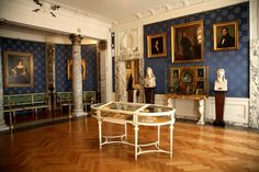 Image from http://www.youritalianconcierge.com/pages/wp-content/uploads/2015/04/Museums-La-Scala-1.jpg.