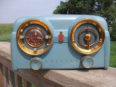 Crosley 1950s Antique Tube Clock Radio Nodel 11 125 If it had modern things like an MP3 jack it would be perfect