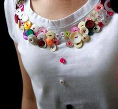 Met Ellis yesterday for a swap of my cherry blossom hairclips for one of his amazing button t-shirts.(via Buttons & Fabrics: Button Wednesday : Button Shirtsbutton outfits 11 Some people just really love buttons photos)button fashion 18 Sooo youre a Kurti Neck Designs, Dress Neck Designs, Sleeve Designs, Blouse Designs, Diy Fashion, Womens Fashion, Fashion Trends, Fashion Design, Diy Clothes
