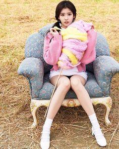 @twicetagram #Twice #sana wearing CIRCLE mary jane pumps - #flatapartmentcircle #플랫아파트먼트써클 #트와이스 #트와이스사나