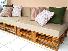 Pallet wood art is the latest innovation in craft that provides with plenty of furniture items for indoor and outdoor furniture. Pallet furniture is wonderful Wood Pallet Art, Diy Pallet Sofa, Wooden Pallet Furniture, Pallet Beds, Deck Furniture, Diy Furniture Projects, Diy Pallet Projects, Rustic Furniture, Wood Pallets