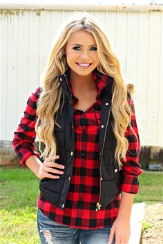 Holiday makeup looks; promo makeup looks; wedding makeup looks; makeup looks for brown eyes; glam makeup looks. Red Flannel Outfit, Plaid Shirt Outfits, Cute Fall Outfits, Fall Winter Outfits, Pretty Outfits, Stylish Outfits, Fashion Outfits, Beautiful Outfits, Black Vest Outfit