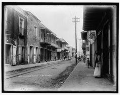 Dice que es la principal calle comercial de la ciudad, así que supongo que es calle El Conde (1901), tres décadas antes del ciclón de San Zenón. SANTO DOMINGO   Galería de Imágenes del Ayer - Page 40 - SkyscraperCity