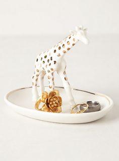 giraffe trinket dish #anthrofave  http://rstyle.me/n/tbsxipdpe