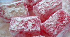 Lokum This is an easy Turkish delight recipe that will truly delight your family. It is always fun to experiment with making homemade candy. Turkish Delight, Yummy Treats, Sweet Treats, Yummy Food, Candy Recipes, Sweet Recipes, Simple Recipes, Köstliche Desserts, Dessert Recipes