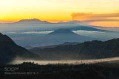 远处的火山Volcano in the distance by c8687ca9b4dd5b7330cf85b3437729294