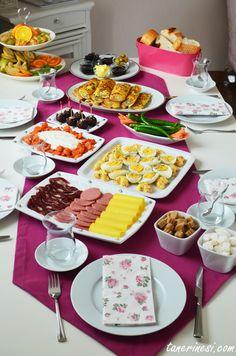 Frühstücksvorschläge-Frühstückstische - Pin This Side Recipes, Fall Recipes, Bolo Fit, Turkish Breakfast, Best Oatmeal, Food Decoration, Food Platters, Base Foods, Food Presentation