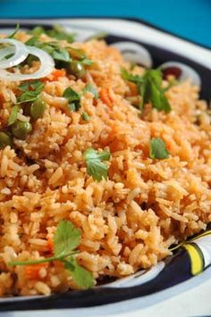 MEXICAN RICE (d) 2 cups long grain white rice cup vegetable oil 2 medium tomatoes, seeded and chopped 2 tablespoons onions, chopped 1 tablespoon crushed garlic 4 cups hot chicken broth cup peas cup carrot, chopped teaspoon salt - mybungalow Mexican Rice Recipes, Mexican Dishes, I Love Food, Good Food, Yummy Food, Rice Dishes, Food Dishes, Side Recipes, Dinner Recipes