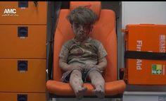 Ficamos felizes de ver histórias de superação como a da nadadora Yusra Mardini que fugiu da Síria a nado e hoje tem a oportunidade de participar das Olimpíadas.  Mas infelizmente ainda muitas pessoas não conseguiram sair de lá a imagem de um menino Sírio após um bombardeio em Aleppo na noite desta quarta-feira choca o mundo e jogando luz sobre o drama vivido pelos habitantes do país. Omran Daqneesh tem cinco anos e aparece ensanguentado e em choque depois de um ataque aéreo ao bairro onde…