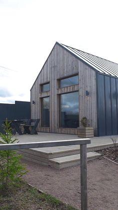 Modern Barn House, Barn House Plans, Barn Style Houses, Renovation Facade, Bungalow Renovation, Mountain Home Exterior, Modern Mountain Home, Steel Framing, Home Studio Setup