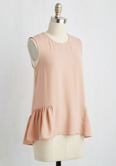 Your Saturday is certain to be a sweet one, for you plan to float about in this mauve tank top. With a floaty silhouette as delicate as its hue, and a partial peplum ruffle gracing its sides and back, this keyhole-enclosed piece makes for a delightfully easeful day - and that's a definite!