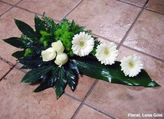 Modern Floral Arrangements, Church Flower Arrangements, Church Flowers, Christmas Arrangements, Funeral Flowers, Floral Centerpieces, Arte Floral, Modern Floral Design, Cemetery Flowers