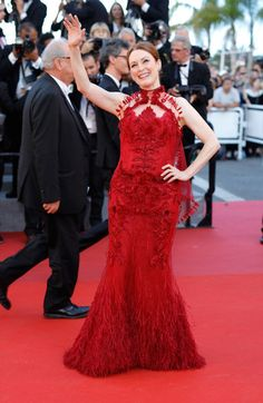 """Actress Julianne Moore attends the """"Ismael's Ghosts (Les Fantomes d'Ismael)"""" screening and Opening Gala during the 70th annual Cannes Film Festival at Palais des Festivals on May 17, 2017 in Cannes, France."""