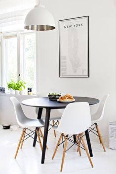 This weeks dining room ideas are going to turn your home into a romantic oasis. A romantic dining room decor is something we long to have from time to time but sometimes colours and styles Retro Dining Rooms, Interior, Living Dining Room, Minimalist Living Room, Home Decor, Indoor Decor, Flat Decor, Interior Design, Minimalist Home