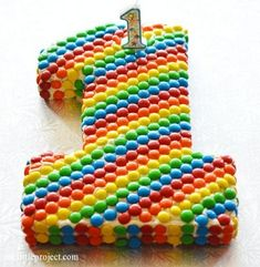 A rainbow cake is fun to look at and eat and a lot easier to make than you might think. Here's a step-by-step guide for how to make a rainbow birthday cake. Rainbow First Birthday, Boy First Birthday, First Birthday Parties, First Birthdays, Birthday Kids, Creative Kitchen, 1st Birthday Cakes, Rainbow Parties, Maila
