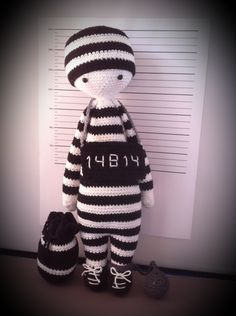 prisoner mod made by dimphje / based on a lalylala basic doll crochet pattern