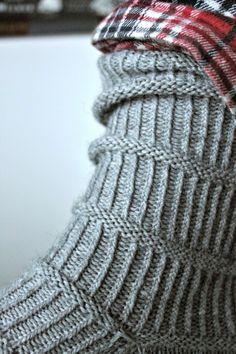malli: Bones (löytyy Korhosen ja Östermanin Neulekirjasta) lanka: Katia Olé Socks Arequipa, väri 103, 80 grammaa (koko n.42) ...