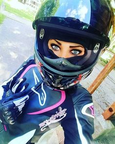 Beautiful and Handsome – Pin Female Motorcycle Riders, Motorbike Girl, Motorcycle Helmets, Motorcycle Girls, Lady Biker, Biker Girl, Scooter Girl, Biker Chick, Sport Bikes