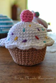 No pattern cupcake Crochet Cake, Crochet Food, Love Crochet, Diy Crochet, Crochet Crafts, Crochet Projects, Crochet Patterns Amigurumi, Crochet Dolls, Kawaii Crochet