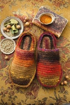Crochet Slippers ( designed by Yoko Hatta - from Noro Magazine.Noro yarn is so cool Diy Tricot Crochet, Crochet Slippers, Love Crochet, Crochet Gifts, Learn To Crochet, Crochet House, Knitting Magazine, Crochet Accessories, Crochet Clothes