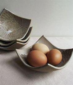 Handmade Squared Laced Bowl in Cream Stoneware grès par lofficina Hand Built Pottery, Slab Pottery, Ceramic Pottery, Thrown Pottery, Pottery Vase, Ceramic Clay, Ceramic Plates, Porcelain Clay, Slab Ceramics