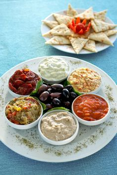 Mediterranean Meze, the best selection of dips to enjoy along a glass of wine or ouzo! Mediterranean Meze, the best selection of dips to enjoy along a glass of wine or ouzo! Turkish Recipes, Greek Recipes, Ethnic Recipes, Comida Armenia, Greek Meze, Greek Dinners, Cooking Recipes, Healthy Recipes, Cooking Fish
