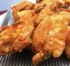 Babe's Fried Chicken Recipe (Copycat) - Babe's Restaurant (Texas) fried chicken is THE best you will ever eat! The chicken is perfectly seasoned and starts with a 36 hour soak in a salt water brine. Fried Chicken Recipes, Meat Recipes, Cooking Recipes, What's Cooking, Chicken Meals, Curry Recipes, Dinner Recipes, Granny's Recipe, Down South