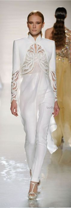 Gorgeous cutwork and beaded crop jacket ❤️ Fausto Sarli Spring Summer 2012 Couture OMG! this would be perfect for a mature bride! Couture Fashion, Runway Fashion, Fashion Show, Womens Fashion, Elegantes Outfit, Fashion Details, Fashion Design, Mode Inspiration, Mode Style