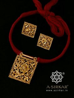 Red thread pendant