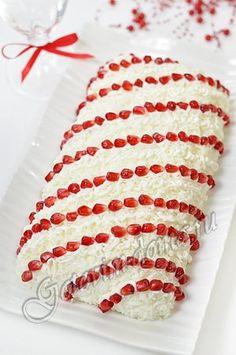 """Рецепт: Салат """"Гранатовые бусы"""".  Состав      куриные бедрышки или окорочка (вес с костями) - 500 г,     яйца - 6 шт,     картофель - 5-6 шт,     свекла - 1 шт,     лук репчатый - 1 шт,     шампиньоны - 150 г,     гранат - 1 шт,     грецкие орехи - 2 столовые ложки,     чернослив - 8-12 шт,     плавленый сыр, типа """"Виола"""" (ломтики) - 2 упаковки по 150 г,     растительное масло для жарки,     майонез,     соль,     свежемолотый перец"""