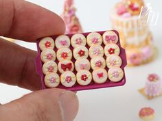 Miniature Food - A beautiful presentation of iced butter cookies decorated with various blossoms, butterflies and bows on a dark pink metal tray. The tray measures 3.8 x 2.6cm (1 and 1/2 x 1) from edge to edge (not including handles). Part of our Pink Collection for 2016 (see the last photo in this listing for the full collection). Cookies handmade in France from polymer clay. Please send us a convo if you need any more details about this miniature :) Follow @parisminiatures on ● ...