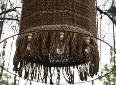 lana natural, telar, alambre de gallinero y cairel