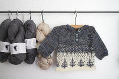 neat way to organize skeins of yarn Ravelry: ittybitty's winter forest. Pattern is Anders by Sorren Kerr Fair Isle Knitting, Knitting Yarn, Baby Knitting, Knitted Baby, Knitting For Kids, Knitting Projects, Baby Patterns, Knitting Patterns, Pull Bebe