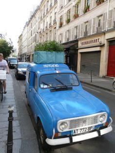 Mijn collega was op reis in Parijs en spotte deze mobiele daktuin. Hoe leuk is dit?!  #daktuin Urban Gardening, Was, Flower, World, Blog, Travel, Viajes, City Gardens, Blogging