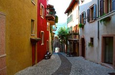 """https://flic.kr/p/3bJeam   Alley in Malcesine   Malcesine is considered as one of the most beautiful places at Lake Garda and it therefore bears the name """"Pearl of Lake Garda"""". A lot of small alleys in the picturesque Old Town form its townscape."""