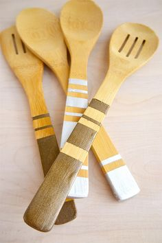 Painted Wooden Spoons #DIY #craft #kitchen http://www.evermine.com/blog/diy-painted-wooden-spoons/