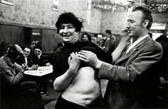 Fotó:Anders Petersen:Café Lehmitz, Hamburg, 1967-1970.