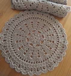 47 Ideas for crochet patterns rug gifts Free Crochet Doily Patterns, Crochet Doily Rug, Crochet Placemats, Crochet Motifs, Crochet Round, Crochet Chart, Crochet Home, Easy Crochet, Crochet Flowers